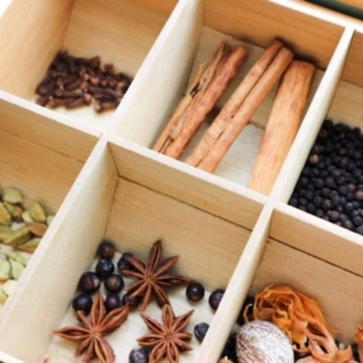 Whole speculaas spices in a wooden box
